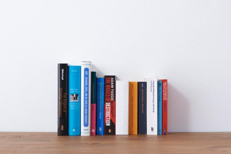 yoybook04 750x500 Book planter นี่หนังสือ หรือ กระถางต้นไม้ ดีไซน์การปลูกต้นไม้จาก YOY studio, Japan