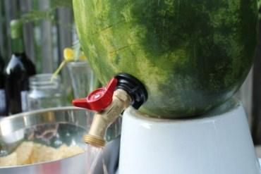 DIY ที่ใส่เครื่องดื่มดับร้อน จากลูกแตงโม 29 - DIY