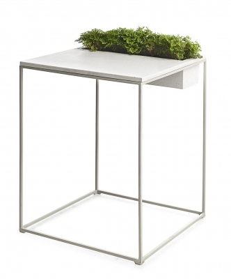 as Kaja by Kenneth Cobonpue โต๊ะสำหรับสร้างพื้นที่สีเขียว