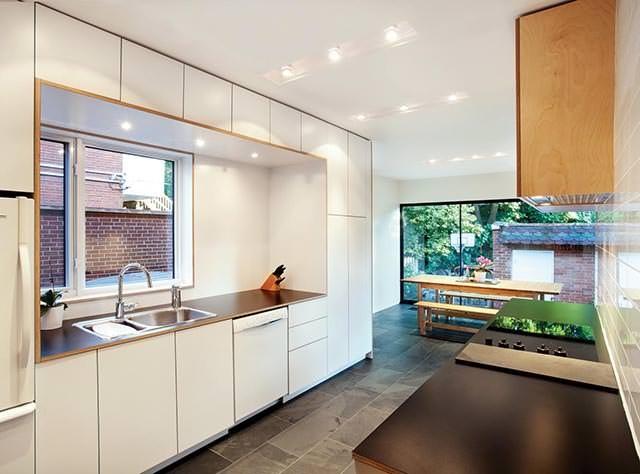 25560610 104851 ต่อเติมบ้านเก่าแบบทาวน์เฮาส์..ให้มีพื้นที่รับประทานอาหาร เป็นศูนย์กลางของบ้าน