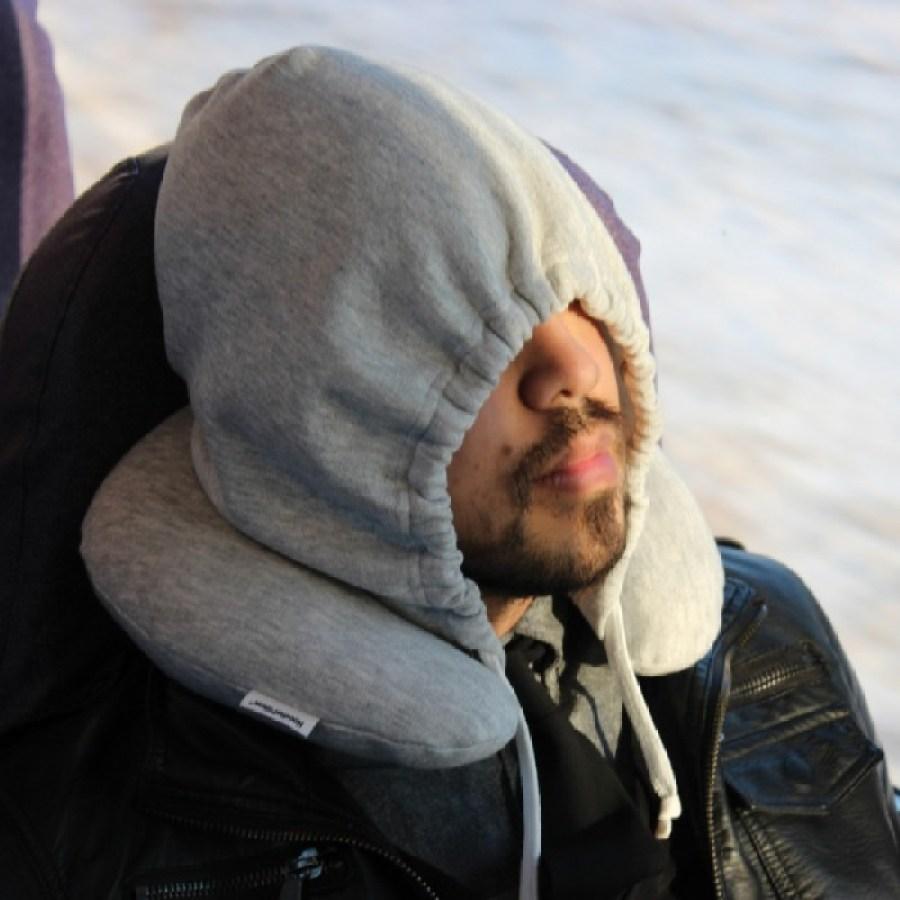 19 โลกส่วนตัวได้ทุกที่กับ Hooded Travel Pillow