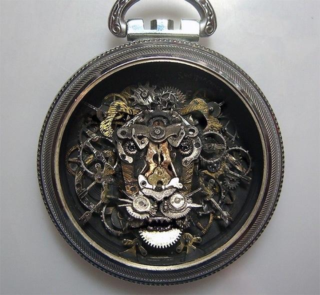 25560706 115703 ประติมากรรมจิ๋วจากชิ้นส่วนนาฬิกาพกโบราณ โดย Sue Beatrice