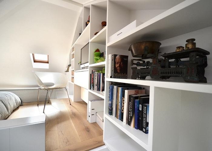 25560714 103608 ผนังและบันได เป็นชั้นวางของ ห้องน้ำเป็นผนังกั้นห้องและมีห้องนอนข้างบน..เพิ่มพื้นที่ และใช้ประโยชน์ได้คุ้มจริงๆ