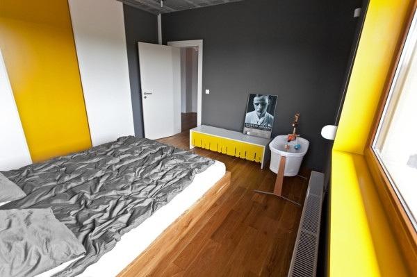 25560720 185546 บ้านที่ใช้วัสดุคอนกรีตเป็นหลัก..มีสีเหลืองสดใส ช่วยลดความเย็นชาของสีเทา