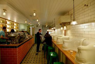 """จากห้องน้ำ มาเป็น """"ร้านกาแฟ Attendant  ที่ตกแต่งด้วยบรรยากาศในห้องน้ำ"""" 13 - the-attendant-com"""