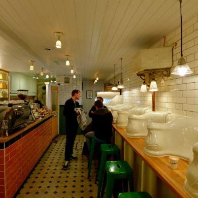 """จากห้องน้ำ มาเป็น """"ร้านกาแฟ Attendant  ที่ตกแต่งด้วยบรรยากาศในห้องน้ำ"""" 15 - Attendant"""