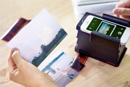 lomography smartphone film scanner c8a0 600.0000001370627067 450x300 The Lomography Smartphone Film Scanner เครื่องสแกนภาพถ่ายจากฟิล์มให้กลายเป็นรูปดิจิทัลในสมาร์โฟน