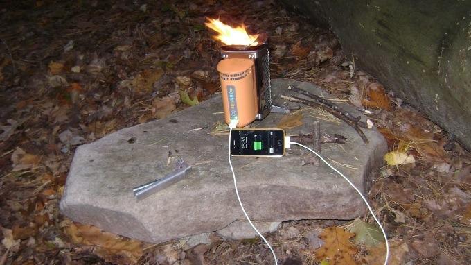 25560904 152624 BioLite CampStove..ชาร์ตมือถือด้วยเตาแค้มปปิ้ง ใช้พลังงานจากกิ่งไม้