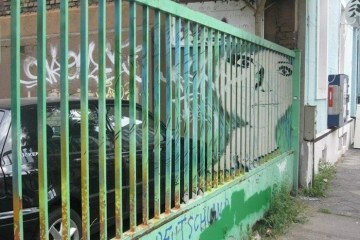 Street Art ภาพที่ซ่อนอยู่บนราวลูกกรงข้างถนน 22 - street art