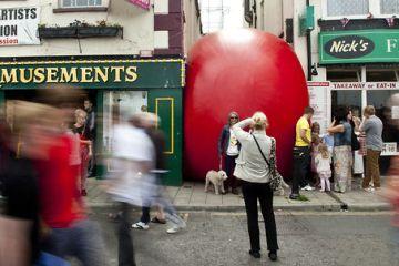 Redball Project โปรเจ็คต์พื้นที่สาธารณะและมีส่วนร่วมผ่านงานศิลปะได้จริง
