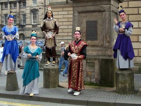 38c657d49f730b74fa57277e63ae2f81 450x338 Edinburgh Festival Fringe เทศกาลศิลปะกลางแจ้งที่ยิ่งใหญ่ที่สุดในโลก
