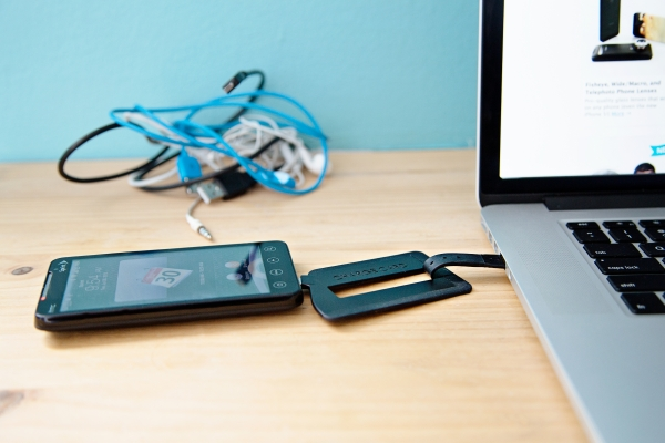 usb charge card 891d 600.0000001375215243 The ChargeCard: A Super Slim USB Cable For Your Phone