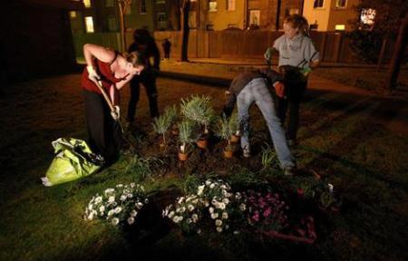 guerillagardeners wideweb  470x3010 450x288 Guerrilla Gardener กองโจรสีเขียว