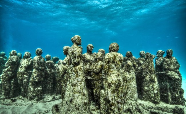 23 sculpture modern art jason decaires taylor sculpture 650x400 The Museo Subacuatico de Arte Project  พิพิธภัณฑ์ใต้น้ำ ดำน้ำชมประติมากรรม