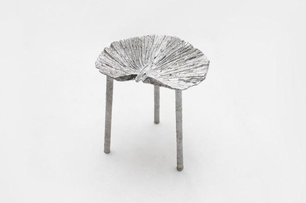 25561113 165335 เก้าอี้จากขยะ..ผลิตจากกระป๋องน้ำอัดลม ใช้เชื้อเพลิงจากน้ำมันพืชใช้แล้ว แม่พิมพ์จากกองทรายข้างถนน