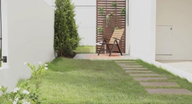 25561124 105355 DIY เปลี่ยนมุมเปล่าเป็นมุมโปรด ตอน แต่งสวนข้างบ้านด้วยกระเบื้องปูพื้นตราช้าง