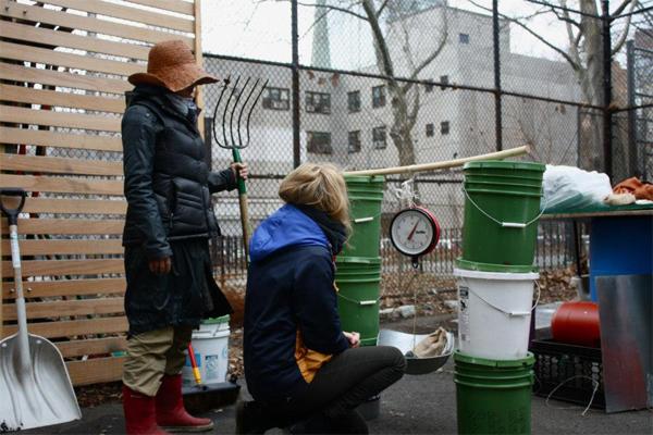hello compost 7 copy Hello Compost โครงการขยะเปียกแลกอาหารสด