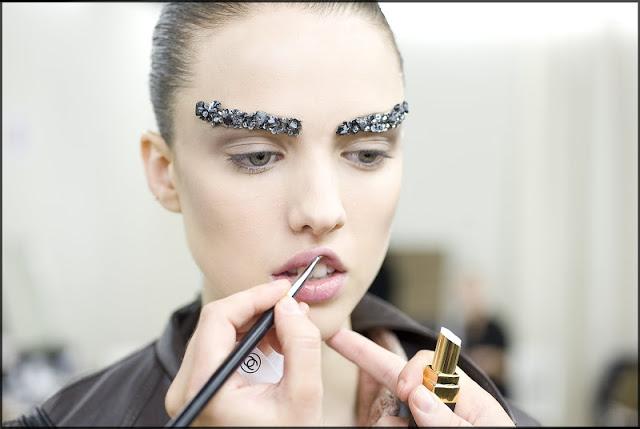 คิ้วสติ๊กเกอร์จากลูกปัด คริสตัล เลื่อมแพรวพราว และไหมชั้นดี จากแบรนด์  Chanel  13 - Chanel