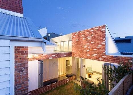 25570301 144138 เพิ่มแสงสว่างให้กับบ้านเก่า ด้วยสวนกลางบ้าน