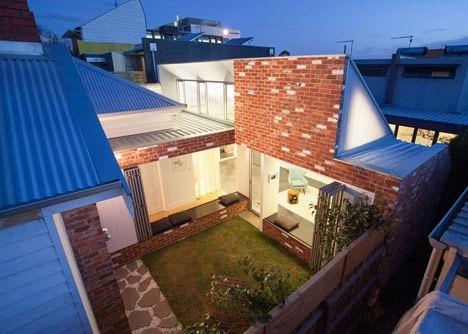 25570301 144144 เพิ่มแสงสว่างให้กับบ้านเก่า ด้วยสวนกลางบ้าน
