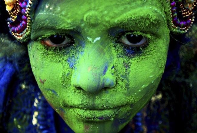 25570322 104655 ฉลองการเข้าสู่ฤดูใบไม้ผลิกับเทศกาลแห่งสีสัน ที่ประเทศอินเดีย