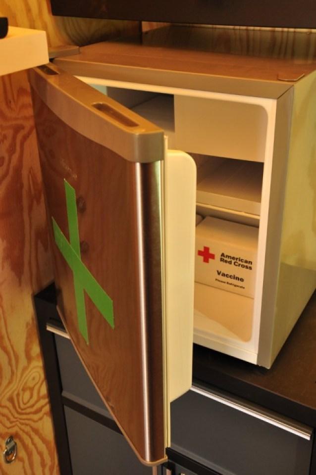 cooler for holding medicine EKOCENTER ตู้คอนเทอนเนอร์ช่วยเปลี่่ยนน้ำจากแหล่งน้ำในชุมชน เป็นน้ำดื่มสะอาด