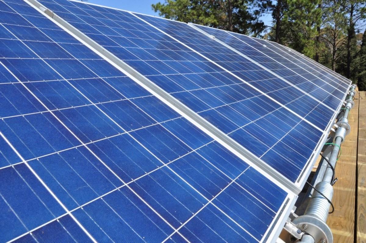 solar panels on ekocenter EKOCENTER ตู้คอนเทอนเนอร์ช่วยเปลี่่ยนน้ำจากแหล่งน้ำในชุมชน เป็นน้ำดื่มสะอาด