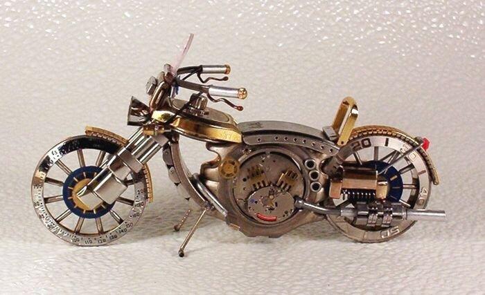 20140429 205822 เมื่อนาฬิกาเก่า แปลงร่างเป็นมอเตอร์ไซค์และรถ..