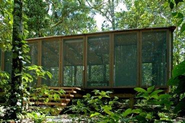 บ้านในป่าร้อนชื้น โปร่งโล่ง กันแมลงแต่ไม่กั้นลม แสงสว่าง และธรรมชาติ 22 - ผนัง