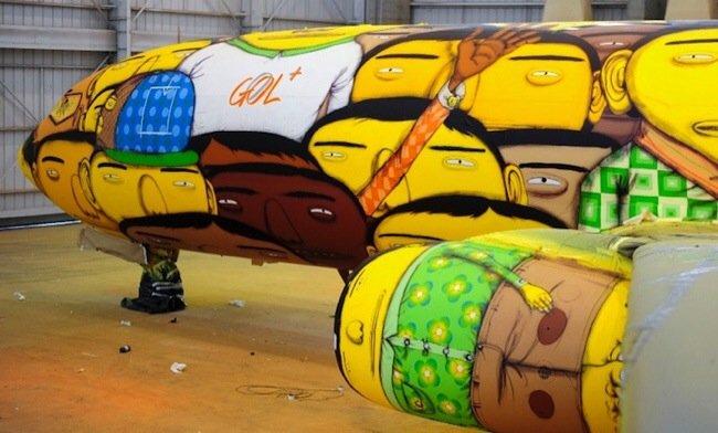 20140529 105751 39471343 ศิลปิน graffiti วาดภาพบนเครื่องบินทีมชาติบราซิล ในฟุตบอลโลก World Cup2014