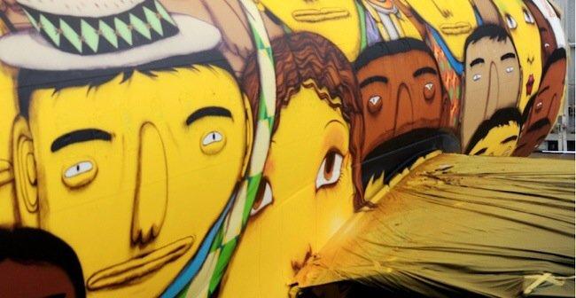 20140529 105751 39471801 ศิลปิน graffiti วาดภาพบนเครื่องบินทีมชาติบราซิล ในฟุตบอลโลก World Cup2014