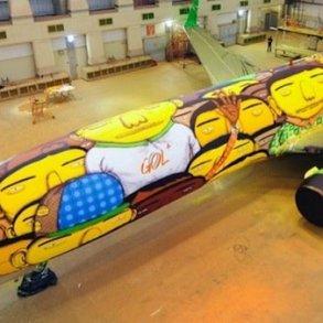 ศิลปิน graffiti วาดภาพบนเครื่องบินทีมชาติบราซิล ในฟุตบอลโลก World Cup2014  16 - Graffiti