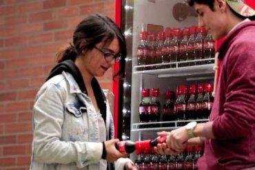 Coke Friendly Twist...ฝาขวดแบบใหม่ เปิดโค้ก เปิดรับมิตรภาพใหม่ๆ 19 - packaging