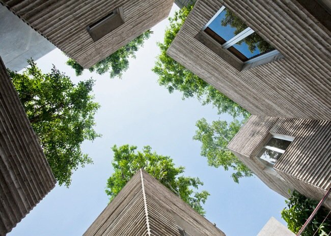 บ้านที่เหมือนกระถางต้นไม้..บ้านรางวัลชนะเลิศ AR House 2014 13 - courtyard