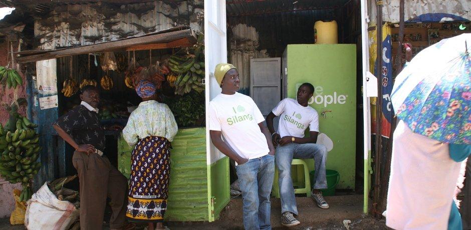 4ad8a1c7337d1acbfa2c0c433abd1e85 Dickson Makau and Dennis  Peepoople ห้องน้ำฉบับพกพา