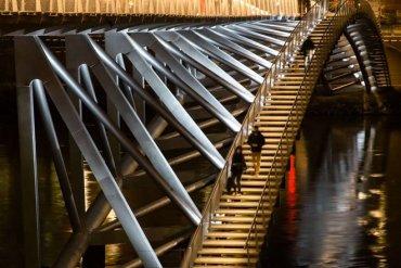 The Peace Footbridge สะพานเดินเท้าและขี่จักรยานข้ามแม่น้ำโรน 18 - สถาปัตยกรรม