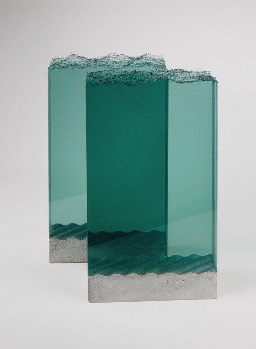 20140702 094820 35300901 ศิลปินที่เรียนรู้ด้วยตัวเอง สร้างงานจากแผ่นกระจกประกบหลายๆชั้นเป็นคลื่นในมหาสมุทร