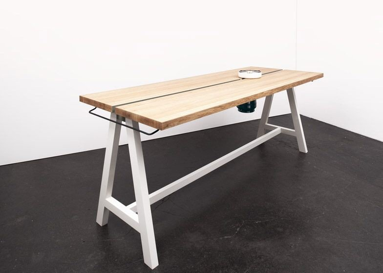 IMG 4350 โต๊ะเรียบๆใช้ประโยชน์ได้หลายอย่าง และเปลี่ยนเป็นครัวได้ง่ายๆ