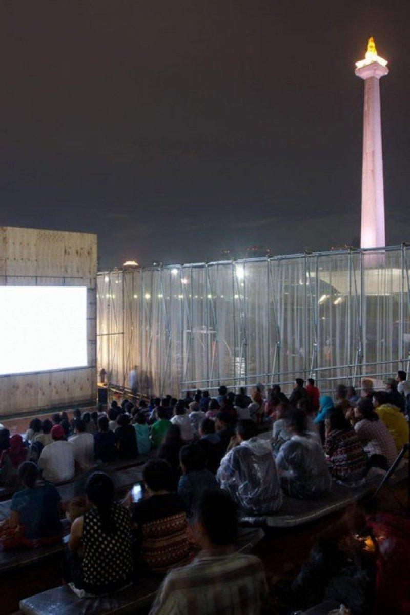 Kineforum Misbar open air cinema by Csutoras and Liando dezeen 9 โรงภาพยนตร์ชั่วคราวกลางแจ้ง ณ กรุงจาการ์ตา ประเทศอินโดนีเซีย