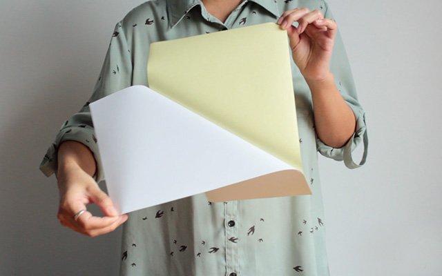 ลอกกระดาษสติกเกอร์ออก