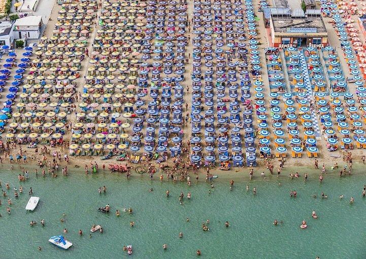 ภาพถ่ายทางอากาศชายหาด กลายเป็นภาพ Abstract งามๆ สีสันสดใสอย่างเหลือเชื่อ 14 - หาดทราย