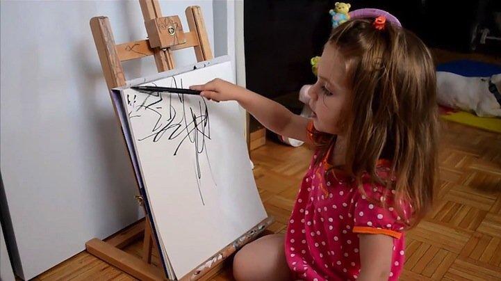 IMG 5200 ศิลปินเปลี่ยนภาพขีดเขียนเลอะๆของลูกสาววัย2ขวบ เป็นงานศิลปะ
