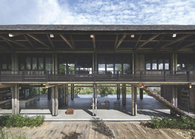 IMG 5357 บ้านที่สร้างจากไม้เก่า และเสาโทรเลข