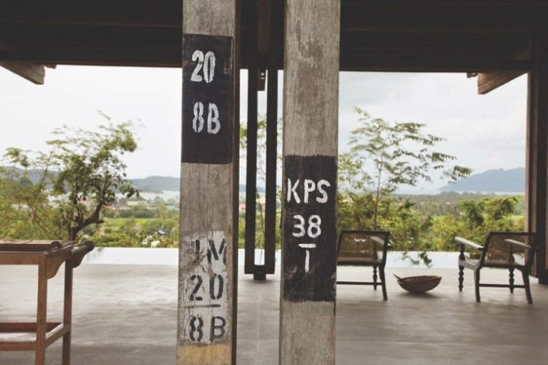 บ้านที่สร้างจากไม้เก่า และเสาโทรเลข 24 - แบบบ้าน