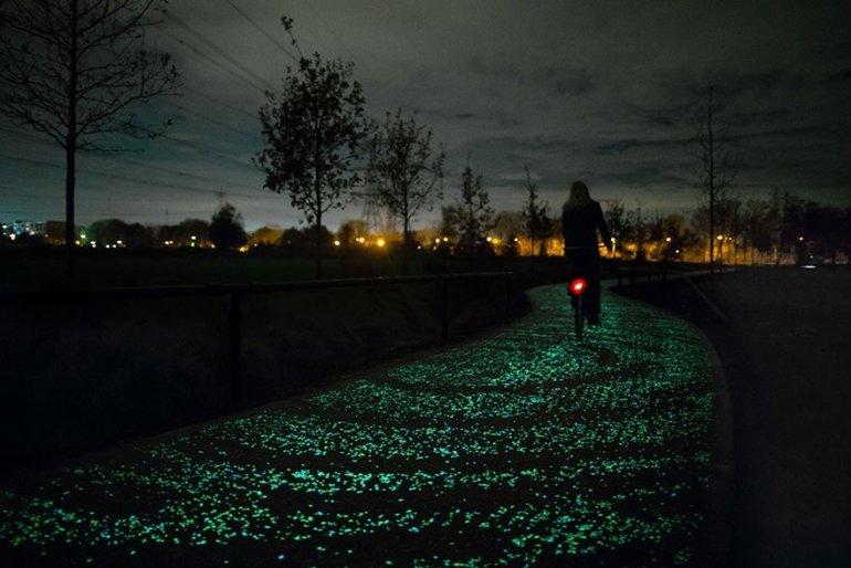 ทางจักรยานส่องสว่างในตัวเอง จากพลังงานแสงอาทิตย์ งดงามเหมือนภาพ Starry Night 13 - van gogh