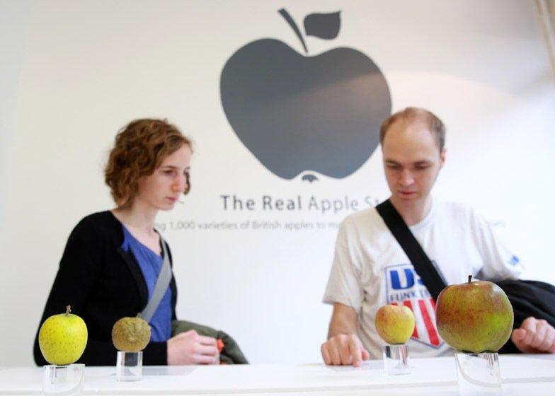 IMG 7753 นี่สิต้นตำรับแอปเปิ้ลแท้ๆ..The Real Apple Store
