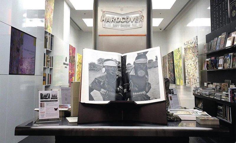hard1 1 0 Hardcover เป็นร้านหนังสือเฉพาะทางสำหรับงานศิลปะ ดีไซน์ สถาปัตยกรรม ภาพถ่าย