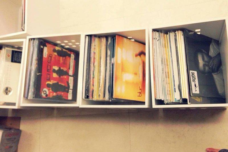 1545053 625999537470442 3734432539209943123 n 1979 Vinyl & Unknown Pleasures พื้นที่สำหรับผู้รักในเสียงเพลงจากแผ่นไวนิล