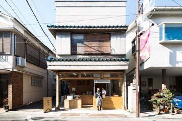 ปรับปรุงร้านชำเก่าให้ดูดีได้ง่ายๆด้วยกล่องและชั้นไม้อัด 33 - Japan