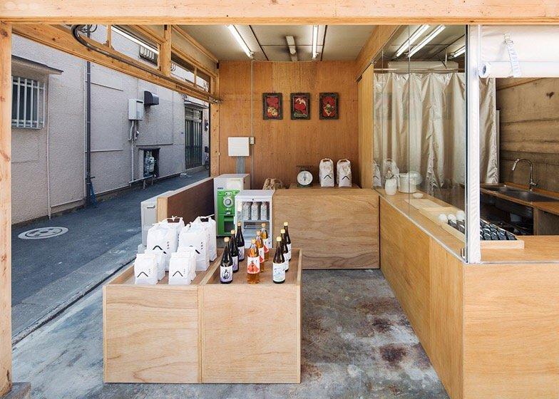 IMG 0765 ปรับปรุงร้านชำเก่าให้ดูดีได้ง่ายๆด้วยกล่องและชั้นไม้อัด